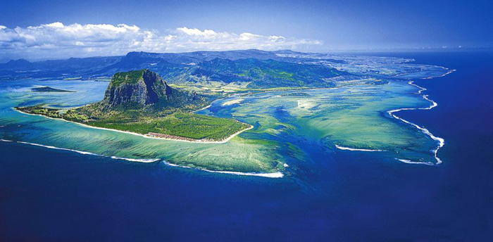 Photo via Move Mountains Travel/St. Regis Mauritius